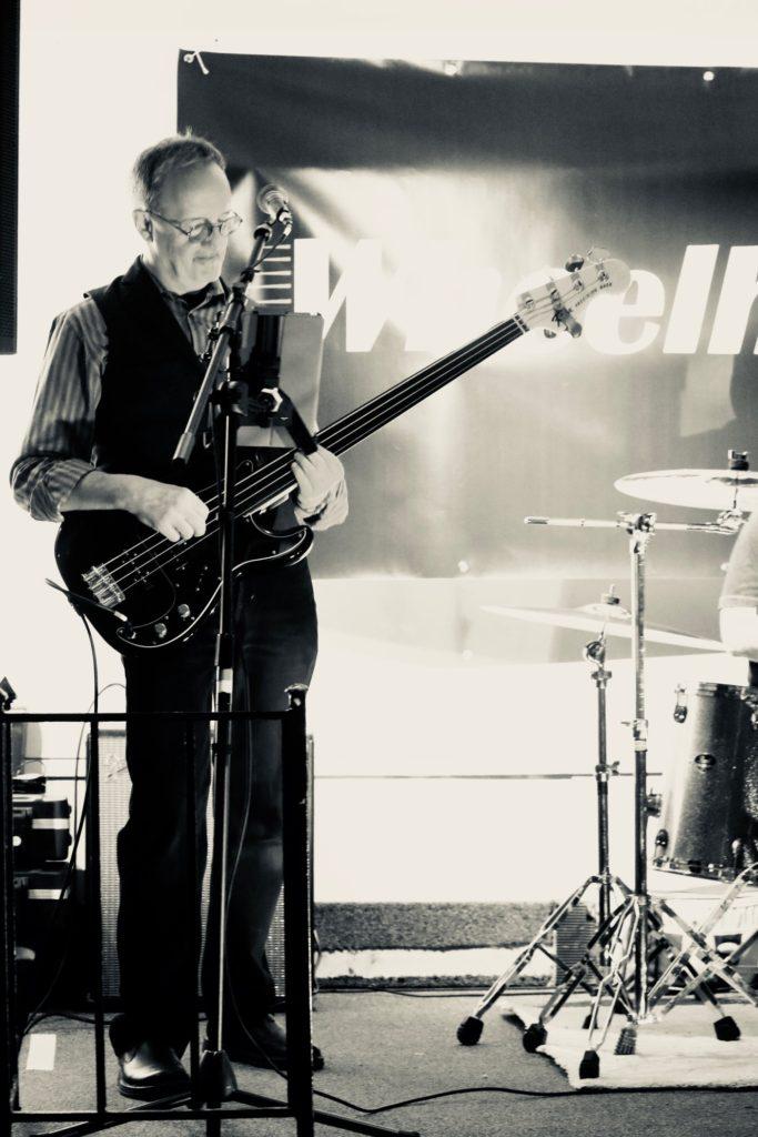Russ, Bass